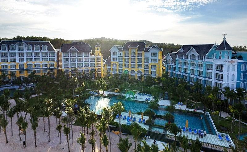 Dự án JW Marriott Phu Quoc Emerald Bay mang đậm phong cách kiến trúc Pháp.