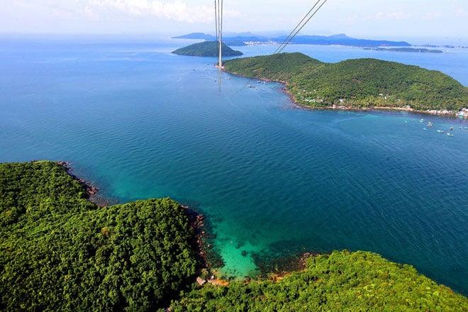 Nam Phú Quốc biếc xanh với đủ cung bậc màu kỳ ảo của tạo hóa.