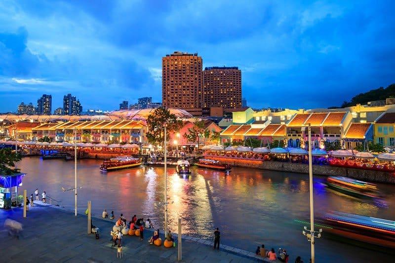 Clark Quay – Khu phố lịch sử thu hút đông khách du lịch tại Singapore. Nguồn: Shutterstock