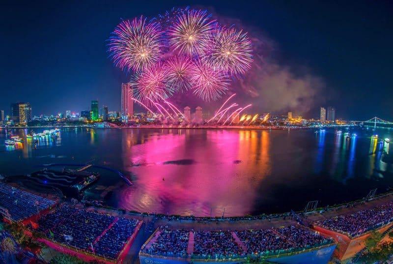 Người dân thành phố Đà Nẵng háo hức xem lễ hội pháo hoa DIFF 2019.