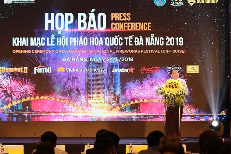 Ông Hà Vỹ phó giám đốc sở VHTT Đà Nẵng phát biểu.