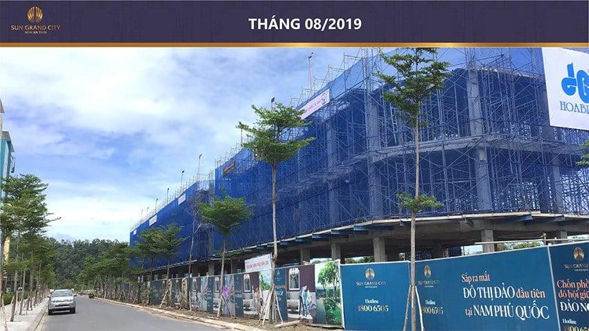 Những dãy nhà phố liên kế đầu tiên trong dự án đang dần hình thành.