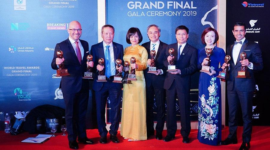 Đại diện Sun Group nhận giải thưởng World Travel Awards toàn cầu 2019.