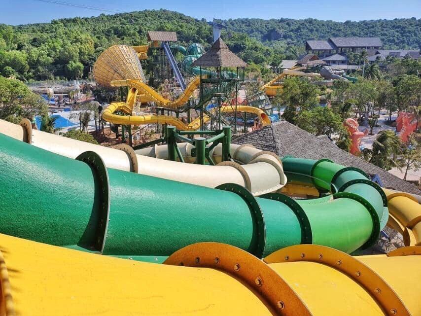 Công viên nước Aquatopia Water Park nằm trong khu vui chơi giải trí Sun World Hòn Thơm Nam Phú Quốc.