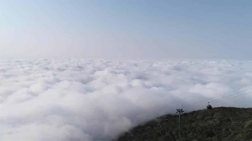 Khung cảnh Núi Bà kỳ thú giữa mây ngàn, núi biếc.