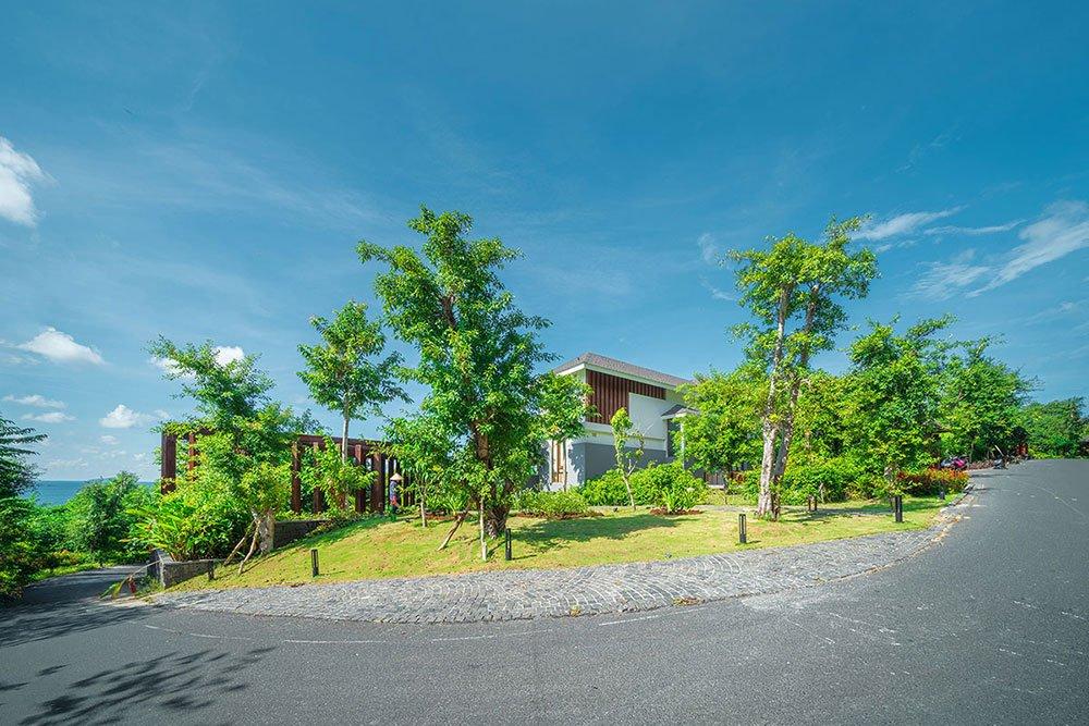 Ngoại thất bên ngoài các căn biệt thự The Eden Bay gần gũi với viên nhiên.