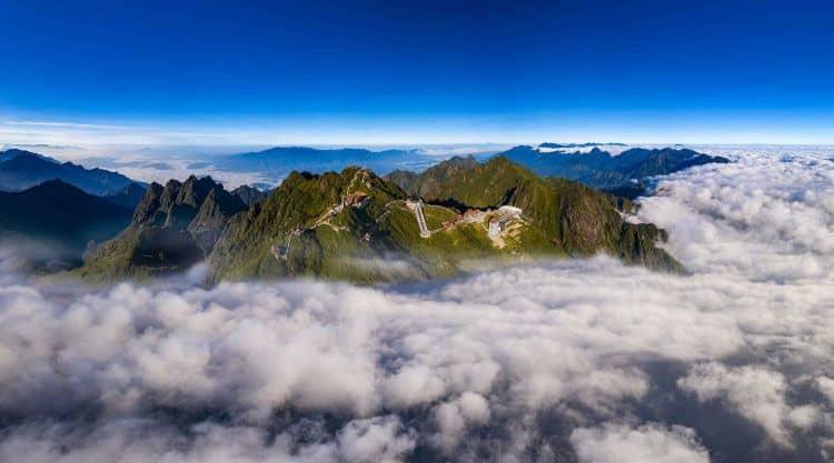 Từ một thị trấn mờ sương lãng đãng bên triền núi, nhờ sự xuất hiện của Sun World Fansipan Legend, Sa Pa đã trở thành một trong những nơi hò hẹn của nhiều du khách trong và ngoài nước. Ảnh: Lê Việt Khánh.