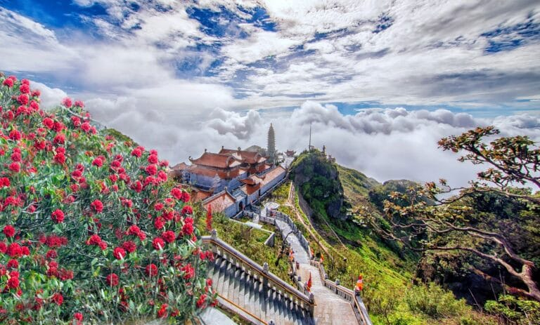 Khu du lịch Sun World Fansipan Legend thu hút đông đảo du khách đến Sa Pa.