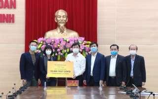 Tập đoàn Sun Group đã trao tặng 10.000 bộ test thử xét nghiệm virus SARS-COV-2 trị giá 6,5 tỷ đồng cho tỉnh Quảng Ninh.
