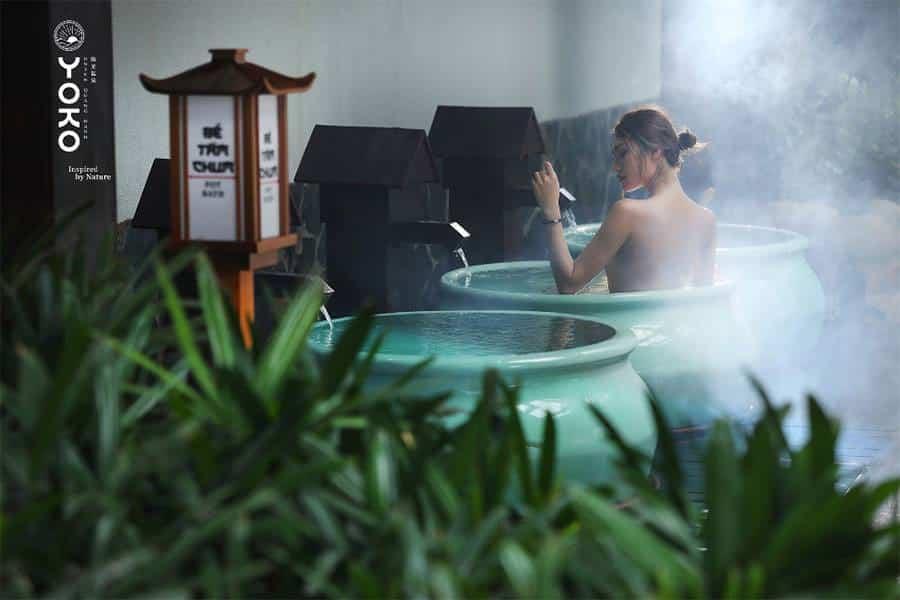 Tắm onsen là một trải nghiệm toàn diện từ đầu đến cuối, mang lại một dư âm tuyệt vời cho thể chất và tâm hồn, khiến cho người tắm cảm thấy sảng khoái, đỡ mệt mỏi, thư giãn và nhiều năng lượng hơn